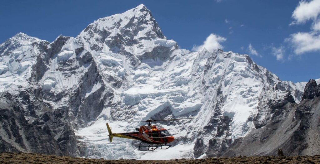 A_Helicopter_Leaves_Everest_Base_Camp72 (1)